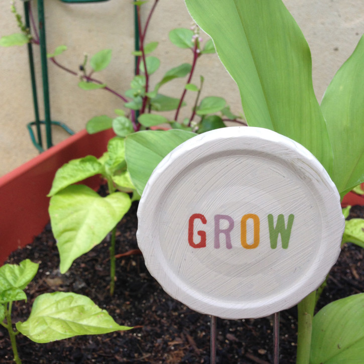 photo of plant marker with the words grow on a recycled jar lid